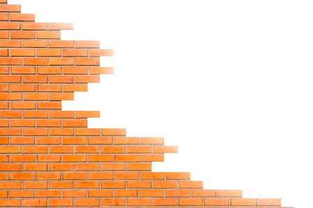 Vecchia struttura del muro di mattoni rossi su bianco per lo sfondo.