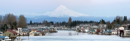 portland oregon: Flotaing Boat Houses Along Columbia River Gorge and Mount Hood Panorama