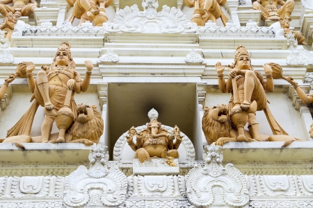 Ornate Hindu Ganesha God and Goddesses Temple Gopuram Tower Stone Statue Carvings Gorup Foto de archivo