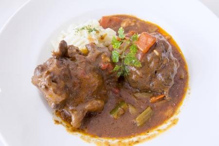 buey: Ox Tail Beef Stew con Primer puré de papas
