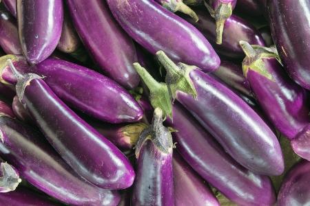 brinjal: Eggplant Brinjal Vegetable Closeup Background