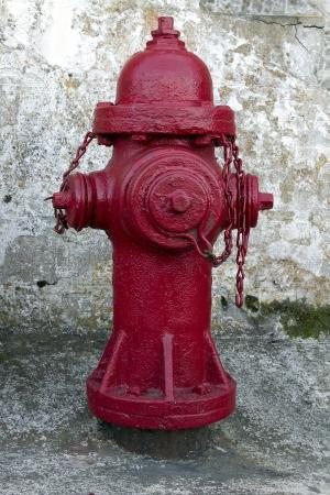 borne fontaine: Red bouche d'incendie avec texture grunge Banque d'images