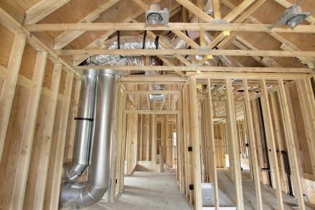 New Home Construction et poteaux de bois Charpente Chauffage Système de refroidissement Air Duct Travaux de plomberie et de plafond électriques boîtes à lumière Banque d'images
