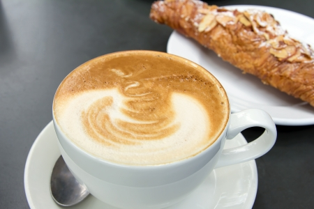 Café para todos...... - Página 2 20196400-cup-of-caffe-latte-with-almond-croissant-in-background
