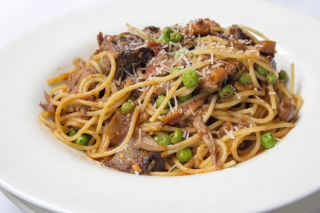 red braised: Spaghetti with Braised Lamb Peas Cooked in Red Tomato Sauce