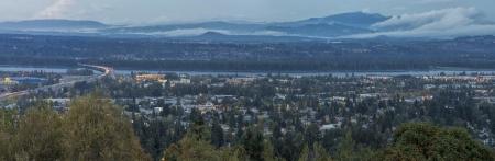 オレゴン州とワシントン州コロンビア川で夜の青の時間分割のパノラマ ビュー