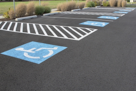 ビジネスの場所の駐車場の障害者駐車スペース