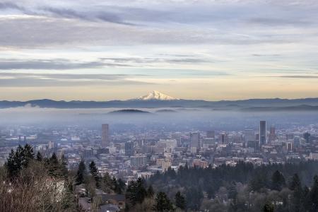 Portland Oregon Foggy Cityscape met Mount Hood at Sunset