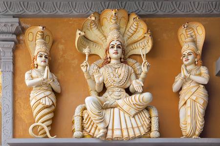 Hindoe God Yoga Sutra van Patanjali Standbeeld op de buitenkant van hindoeïstische tempel