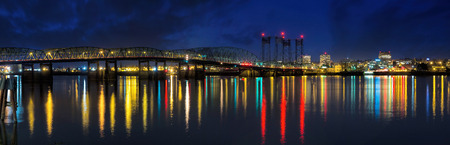 Columbia River Crossing Interstate 5 Bridge from Portland Oregon to Vancouver Washington Skyline View at Night Panorama Archivio Fotografico