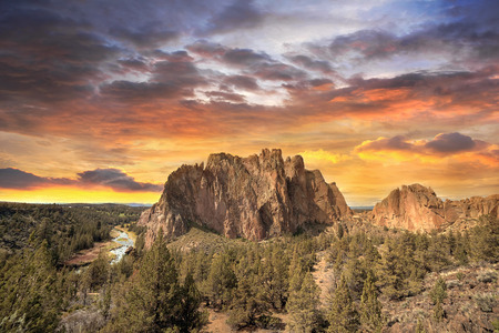 Sunset Over Smith Rock State Park in Central Oregon Stock fotó - 40125829