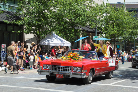 roberts: PORTLAND, OREGON - JUNE 6, 2015 - Female Governors of the State of Oregon Kate Brown and Barbara Roberts as Grand Marshals of the 2015 Portland Rose Festival Grand Floral Parade. The Grand Floral Parade has been a tradition for over a hundred years and is Editorial
