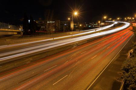 交通: Freeway Traffic Light Trails in Portland Oregon at Night