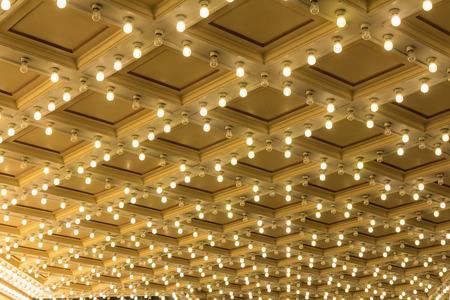 teatro: Luces carpa instalada en el techo del teatro Broadway Exterior Foto de archivo
