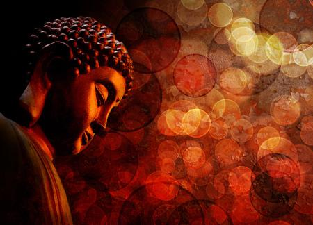 Bronze Zen Buddha Statue Meditating with Blurred Textured Red Background Stockfoto