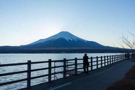 Piękny widok na jezioro i górę Fuji. Zrobione nad słynnym jeziorem w pobliżu góry Fuji.