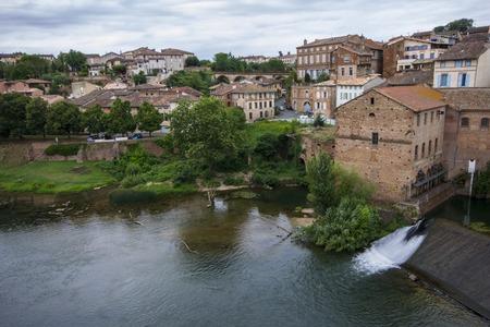 Gaillac, eine historische französische Stadt am Fluss Tarn 25 km westlich von Albi Standard-Bild - 80866446