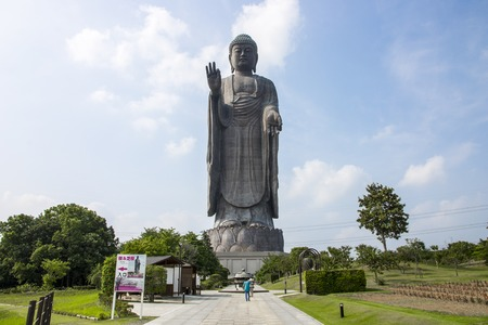 우시 쿠, 일본의 대 불교의 전경. 세계에서 가장 높은 동상 중 하나 스톡 콘텐츠