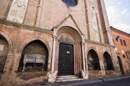 https://us.123rf.com/450wm/jqnoc/jqnoc1710/jqnoc171000407/87619326-the-basilica-of-san-giacomo-maggiore-an-historic-roman-catholic-church-in-bologna-region-of-emilia-r.jpg?ver=6