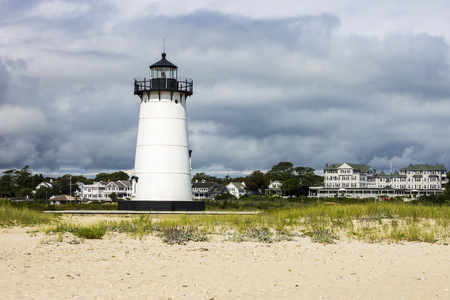 Martha's Vineyard, Massachusetts. Edgartown Harbor Light, a lighthouse located in Edgartown, where it marks the entrance to Edgartown Harbor and Katama Bay Archivio Fotografico - 104635692