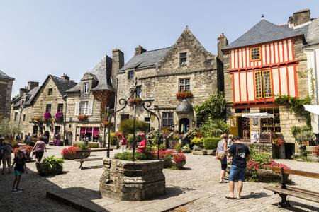 Rochefort en Terre, Francia. Una strada di Rochefort, una delle città più belle della Bretagna (Bretagne)