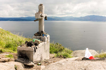 Fisterra, Spain. The cross at Cabo Finisterre (Cape Finisterre), final point of the Way of St James (Camino de Santiago) 免版税图像