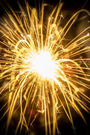 Un gros plan d'une étincelle de feu de Noël Banque d'images
