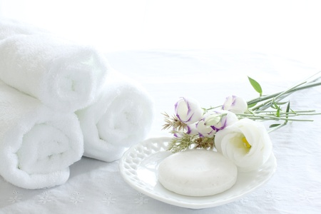 石鹸とスパ イメージのタオル 写真素材