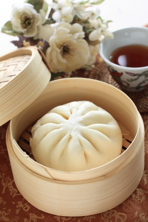 chinese Dimsum, steamed bun in bamboo steamer 版權商用圖片 - 17995898
