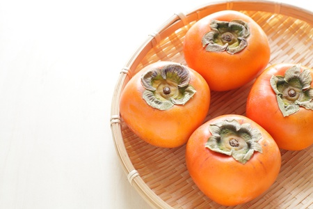 freshness persimmon on bamboo basket Stockfoto