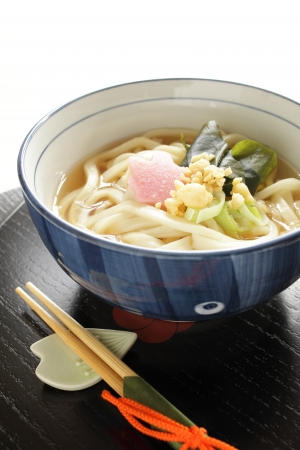 japanese cuisine, udon noodles with seaweed and kamaboko Stockfoto