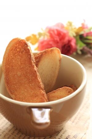 biscotte: biscotte pain dans une tasse de boulangerie images Banque d'images