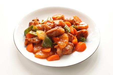 中華料理の炒め甘酢スペアリブ ホワイト バック グラウンド