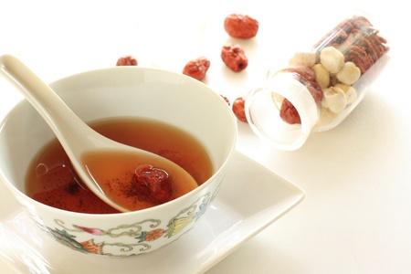 中国のハーブ医学のスープ