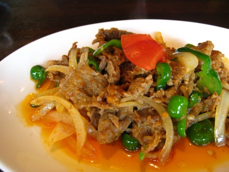 インドネシア料理、スパイシーな牛肉と野菜の炒め