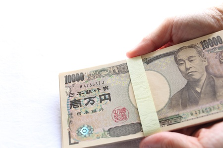 holidng the japanese yen note photo