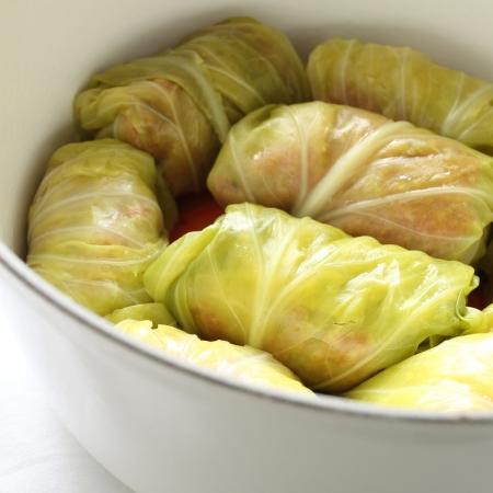 european food: comida europea, rodillo de la col en el molde para una imagen cocina