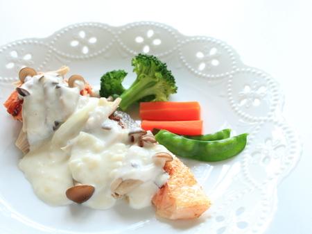 cuisine fran�aise: cuisine fran�aise, saut� de saumon avec sauce blanche