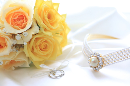 yellow roses bouquet and wedding rings Stock fotó
