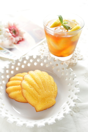 madeleine: French confection, madeleine and iced tea