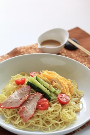 日本の夏の食べ物、冷たいラーメン 写真素材