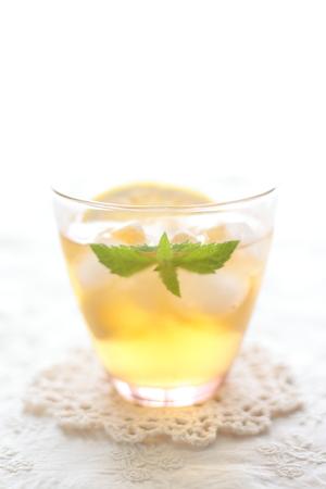 ミントとレモンのアイスティー 写真素材