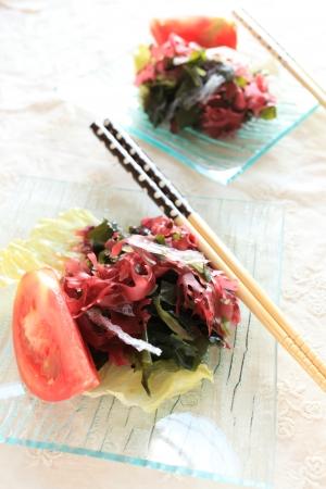 海藻とトマトのサラダ