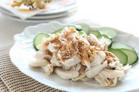 中華料理、蒸し鶏の胡麻ソース煮