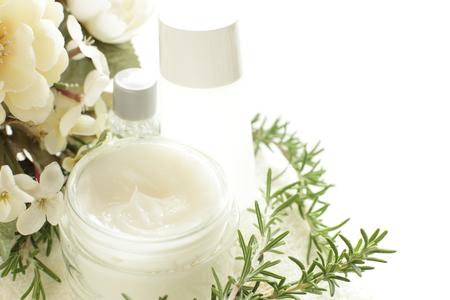 ローズマリーとクリーム顔の保湿剤