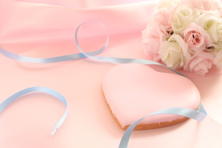 flower bouquet: pink icing cookie in heart shape with flower bouquet of wedding image Stock Photo