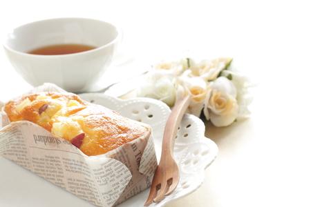 pound cake: English tea with pound cake
