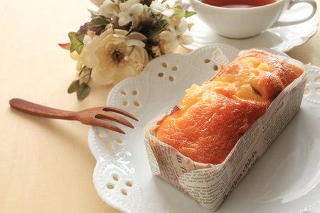Pound cake with fork Stockfoto