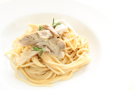 comida italiana: Comida italiana, espagueti pollo crema Foto de archivo