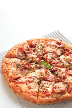 comida italiana: comida italiana, tocino y albahaca de pizza